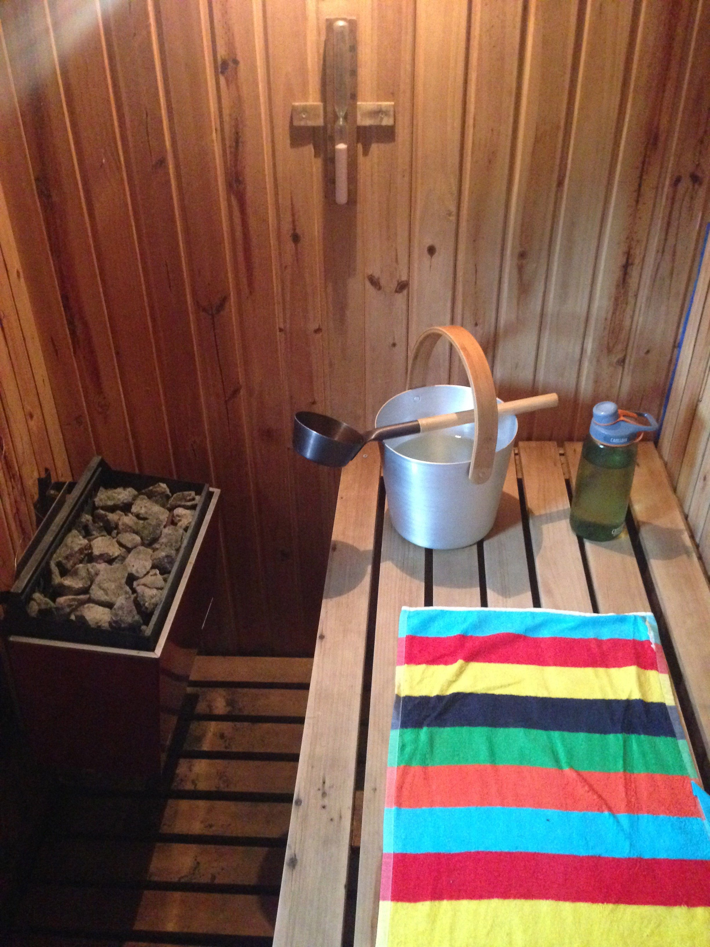 1 Home sauna with ladle and bucket
