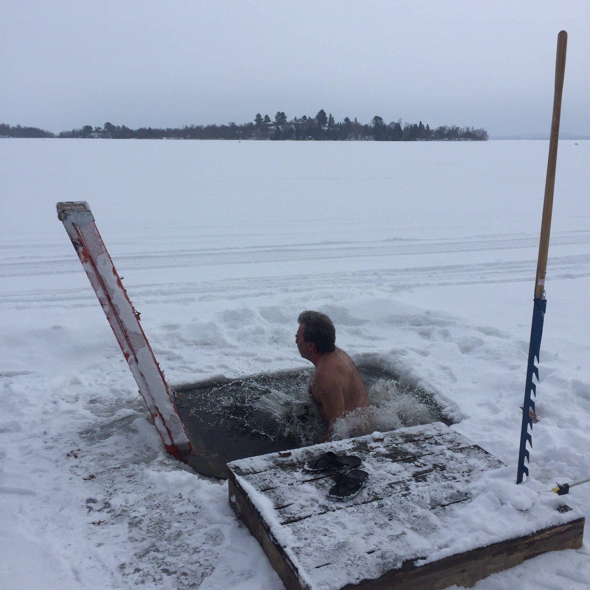 it helps to psyche oneself up with voices in your head when doing the ice plunge