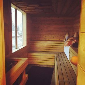 Is it better to take a sauna on an empty stomach or a full stomach?